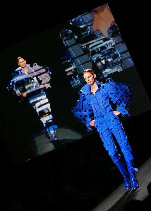 20120102-ss-fashion-week-viktor-rolf_web